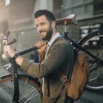 Garmin vivoactive HR Freizeit Mann mit Fahrrad Hippster und Pulsuhr von Garmin